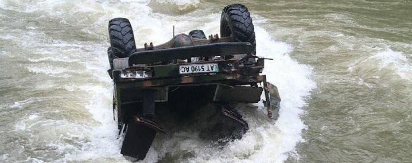 В аварии грузовика в Карпатах погибли две туристки из Беларуси и руководитель группы