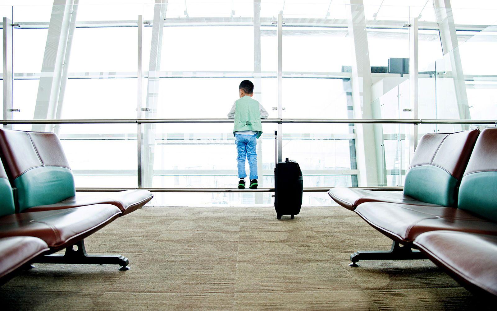 путешествие аэропорт дети документы