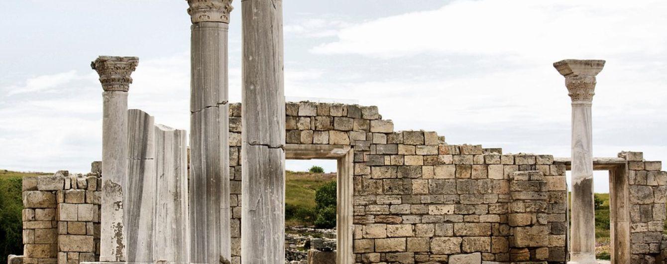 Российские археологи во время раскопок в Херсонесе обнаружили древний храм