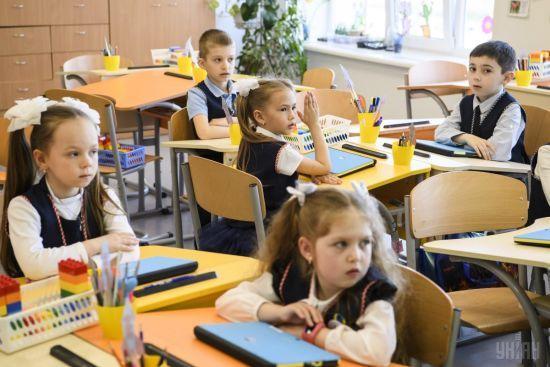 Зеленський скасував необхідність носити шкільну форму