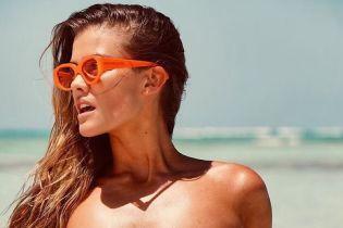 Сезон бикини: сексуальная Нина Агдал снялась в новом пляжном фотосете