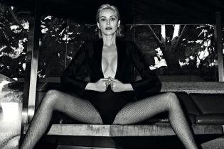 Майже топлес: сексуальна Шерон Стоун знялася для обкладинки глянцю