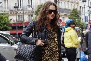 Тоже носит леопард: беременная Кира Найтли на улицах Парижа
