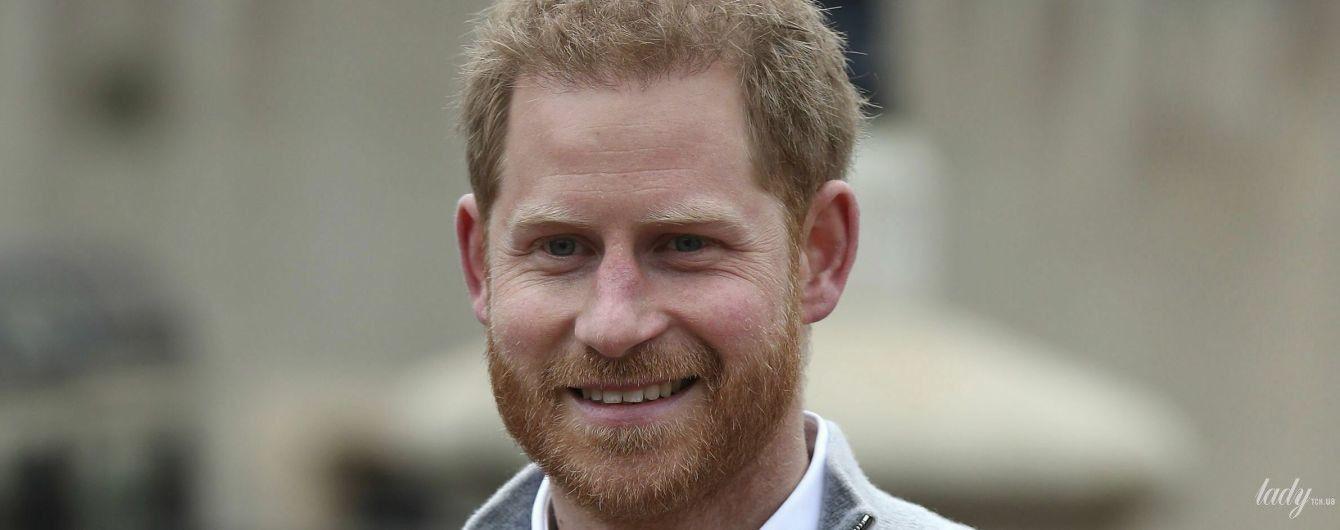 Щасливий батько: принц Гаррі, переповнений емоціями після народження сина, вийшов до журналістів