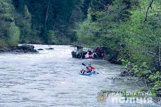 Після смертельної аварії в Карпатах чиновники планують врегулювати перевезення туристів