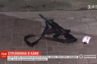 """В Киеве доброволец """"Правого сектора"""" устроил стрельбу"""