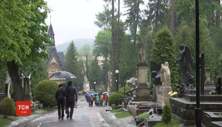 ТСН отследила традиции и особенности поминальных дней в Украине