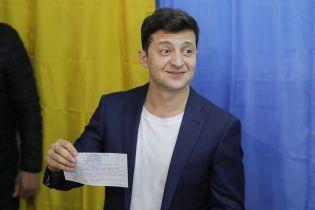Суд наказав оштрафувати Зеленського за демонстрацію виборчого бюлетеня