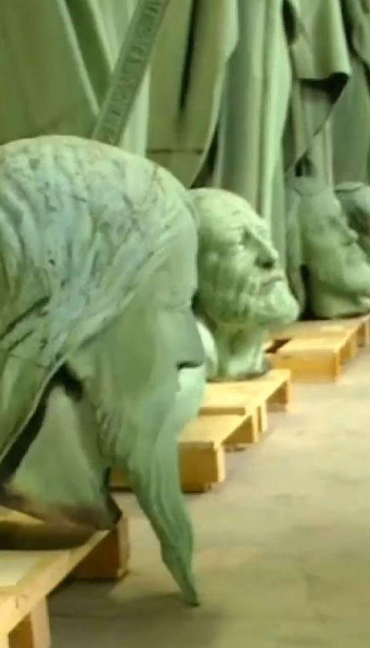 У Франції показали публіці скульптури зі славетного Собору Паризької Богоматері