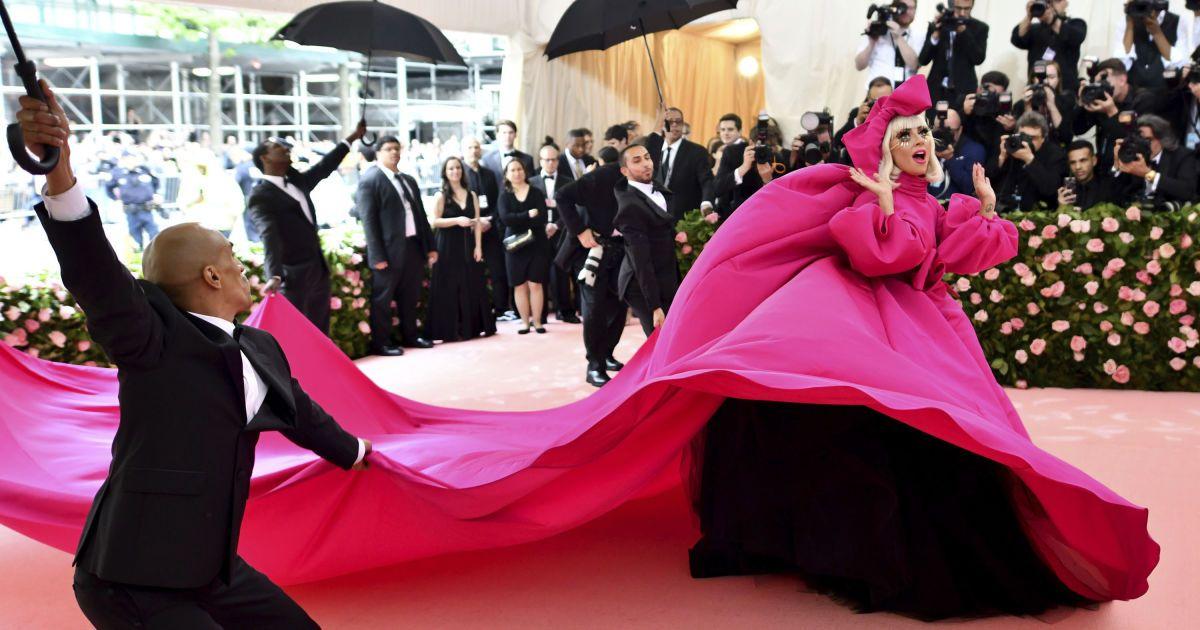 Леди Гага. Первое платье @ Associated Press