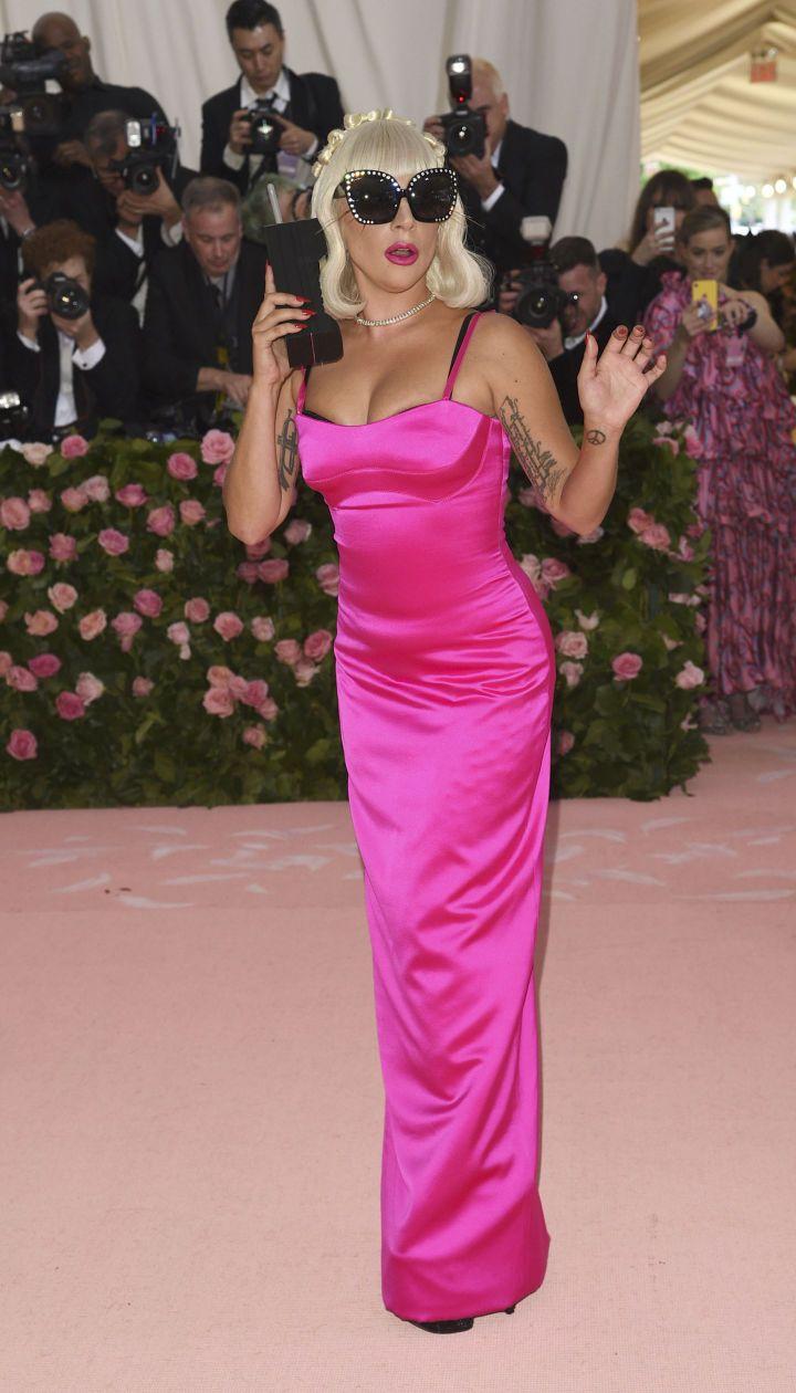 Леді Гага. Третя сукня