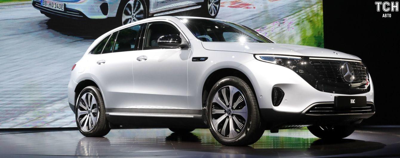 Електрокросовер Mercedes EQC запустили у продажі за 71 тисячу євро