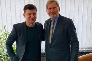 Еврокомиссар Ган встретился в Киеве с Зеленским и предложил полную поддержку реформ