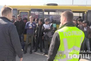 Облава на Троещинском рынке: в Киеве разоблачили полсотни иностранцев-нелегалов
