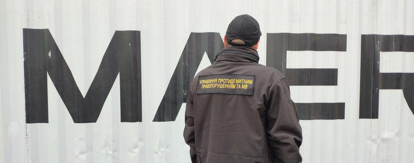 Одеські митники виявили партію кокаїну у відрах з лакофарбувальним матеріалом