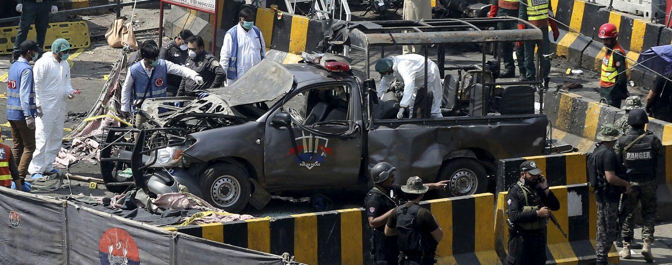 В Пакистане у мечети произошел взрыв: восемь погибших, 25 раненых