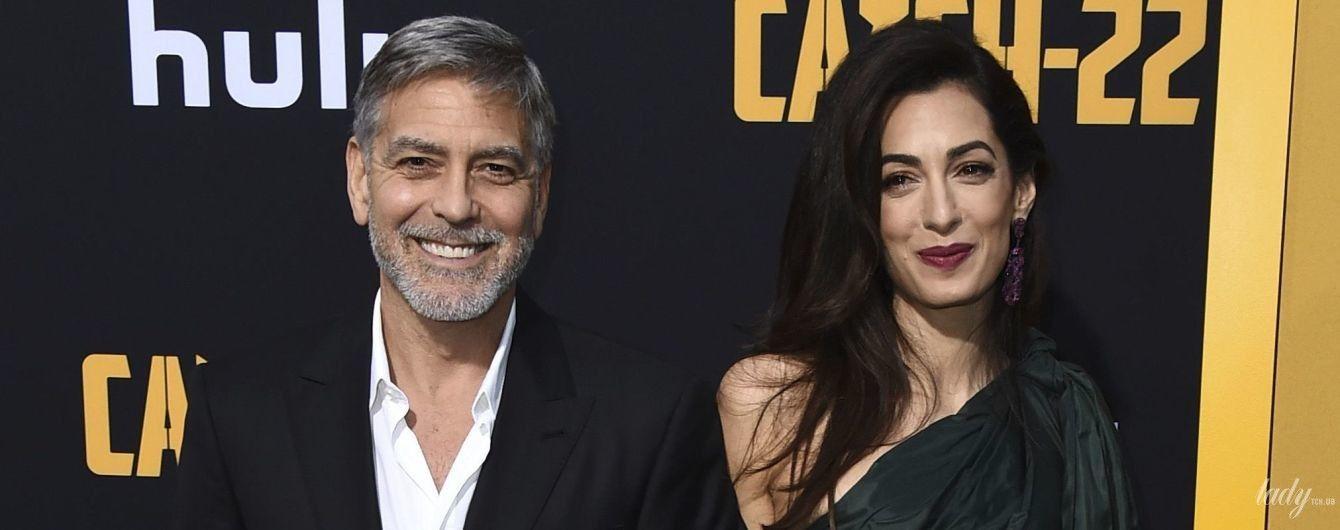 В сукні за 6 тисяч фунтів: Амаль Клуні продемонструвала ефектний лук на прем'єрі фільму в Голівуді