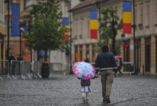 В Румунії винесли вотум недовіри уряду. На країну чекають позачергові вибори
