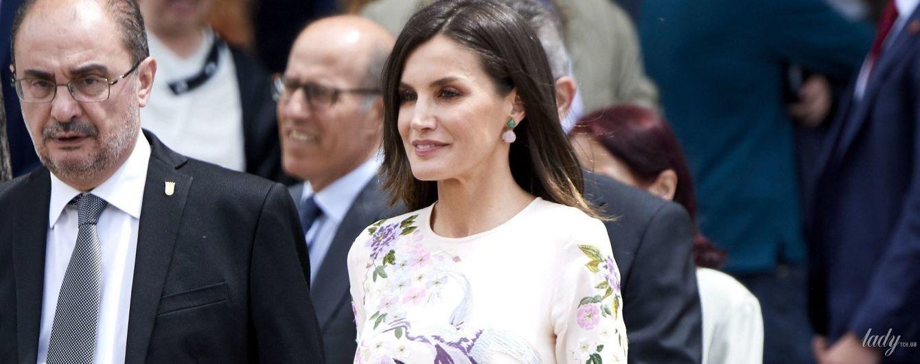 Красивая и в бюджетном наряде: королева Летиция на торжественном мероприятии