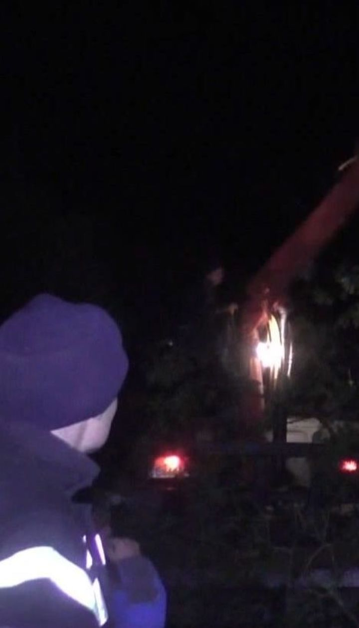 Рятувальникам вдалось уникнути прориву дамби на Буковині