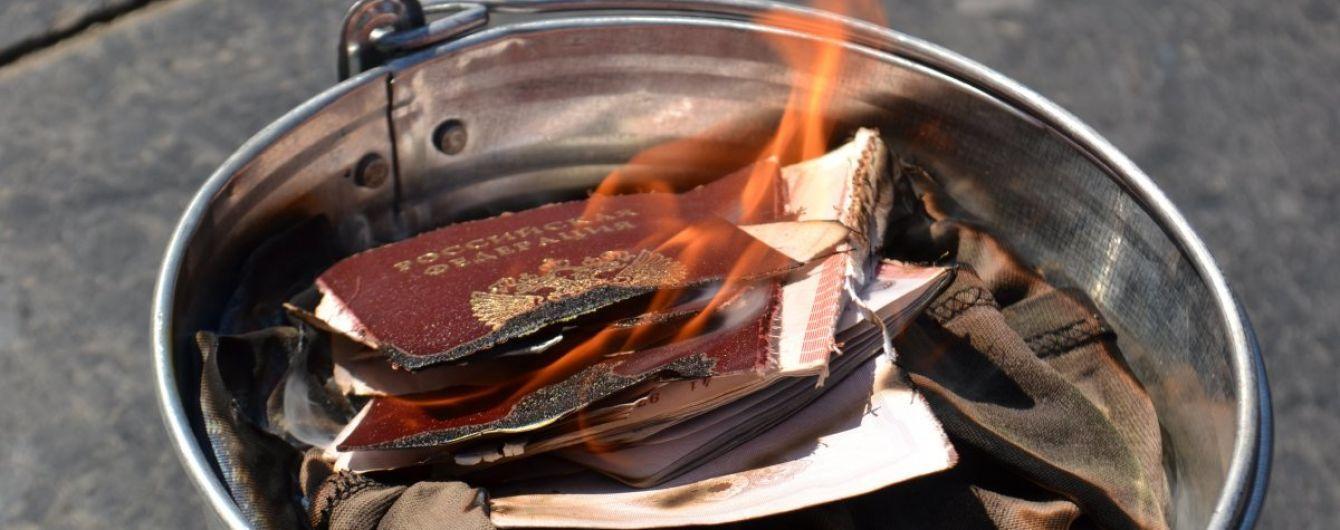 Раздача гражданства на Донбассе. Большинство получателей паспортов найдены, их допрашивают - Матиос
