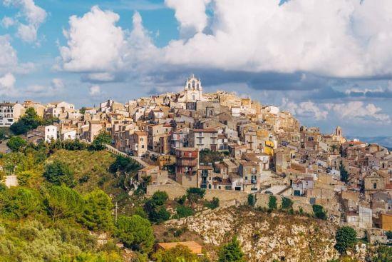 У Сицилії продають будинки вартістю один євро за однієї умови