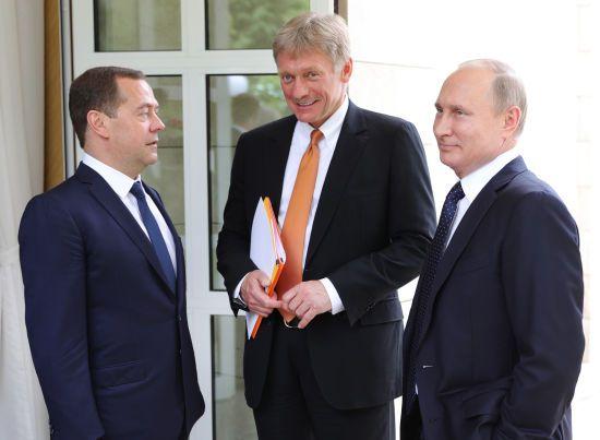"""У Кремлі пояснили, чому Путін проігнорував у привітанні з """"Днем перемоги"""" Порошенка та Зеленського"""