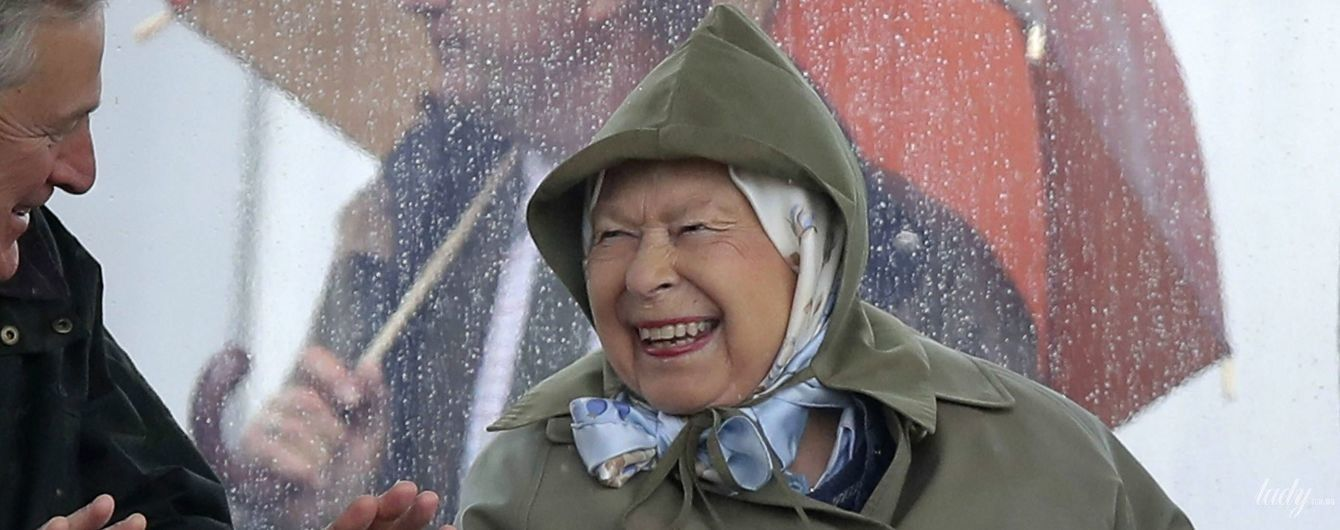 Восьмой раз прабабушка: королева Елизавета II на конной выставке