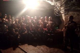 На Днепропетровщине горняки устроили забастовку, десятки людей вторые сутки не выходят на поверхность