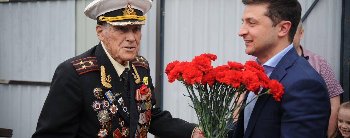 В Запорожье 100-летний ветеран Красной армии принял в гости Зеленского и связную УПА