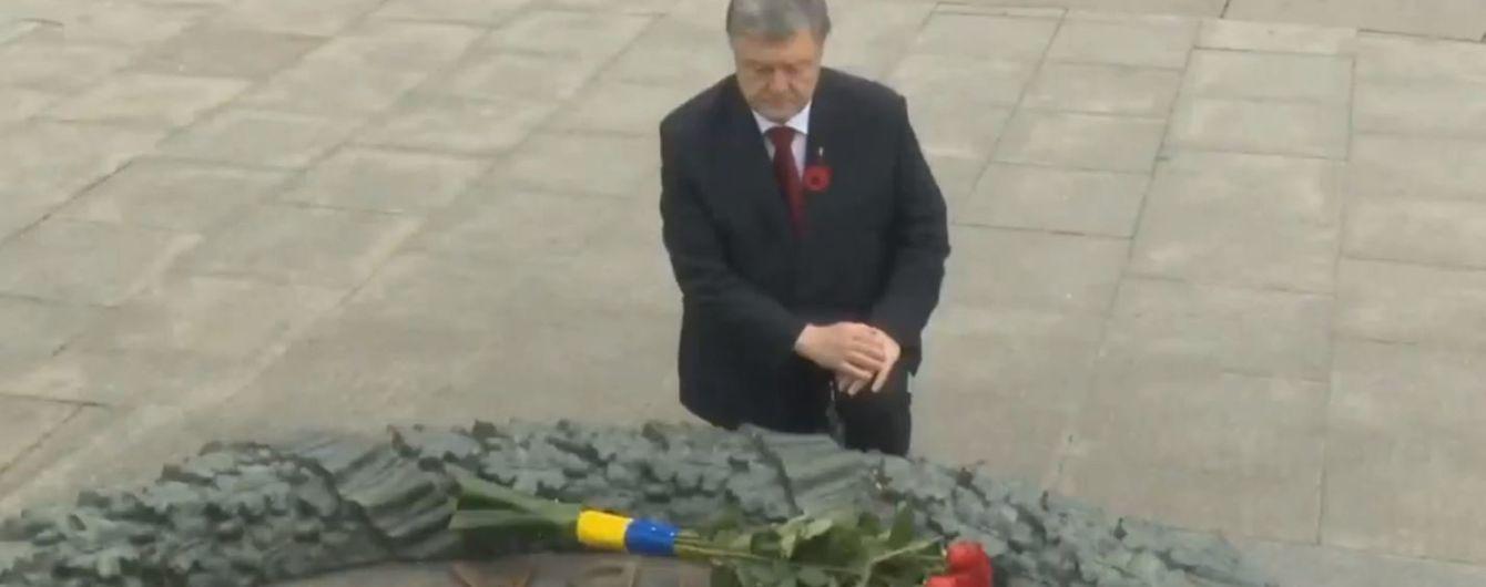 Лідери України на чолі з президентом поклали квіти до могили Невідомого солдата