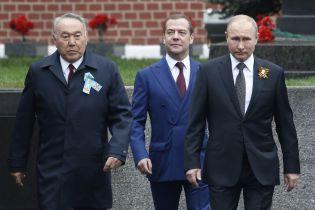 До Путіна на військовий парад приїхав лише Назарбаєв
