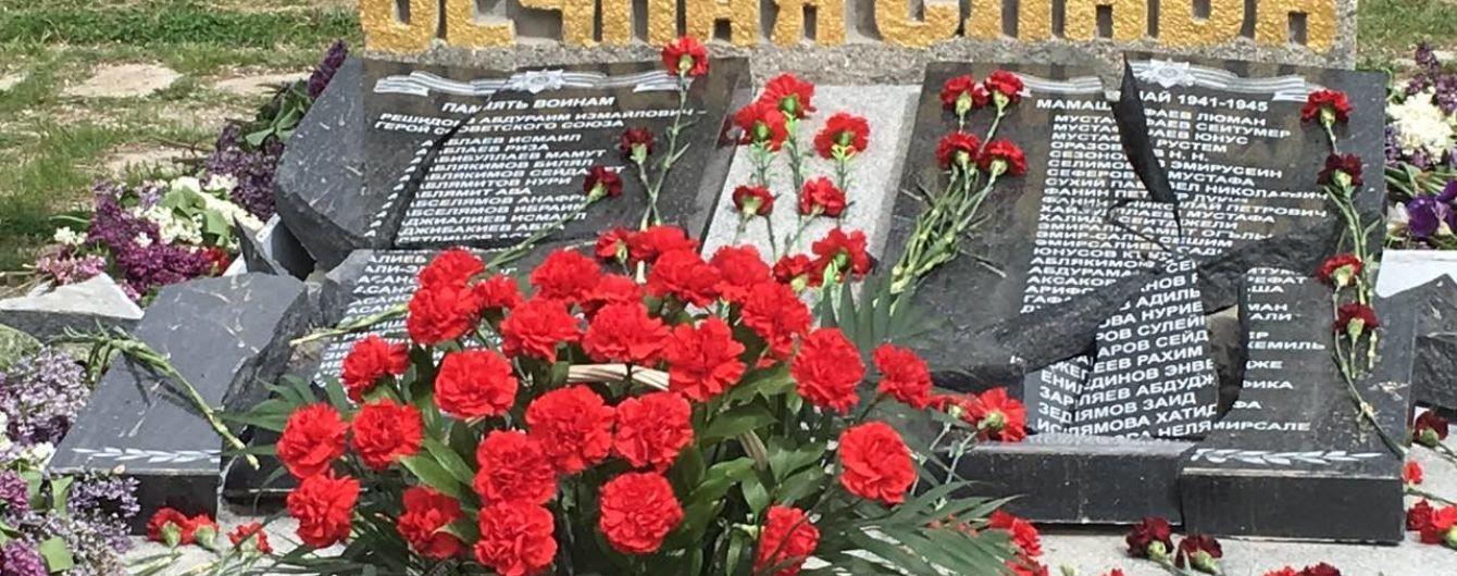 В оккупированном Крыму разбили памятник погибшим на войне крымским татарам