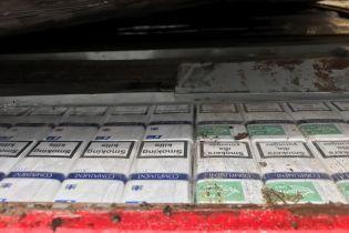 На Закарпатті контрабандист намагався перевезти 11 тисяч пачок сигарет через кордон