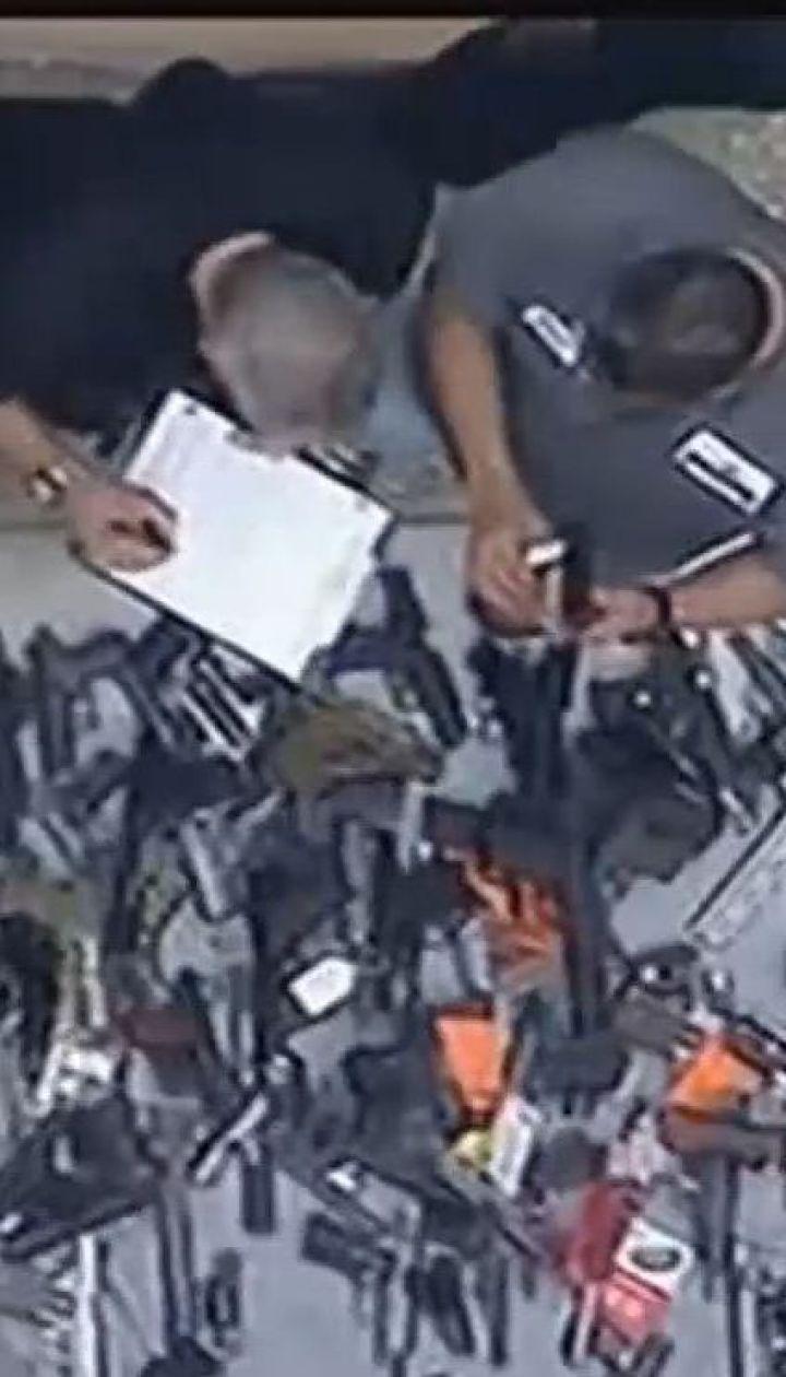 Сотні дробовиків, пістолетів та гвинтівок: у США виявили великий склад вогнепальної зброї