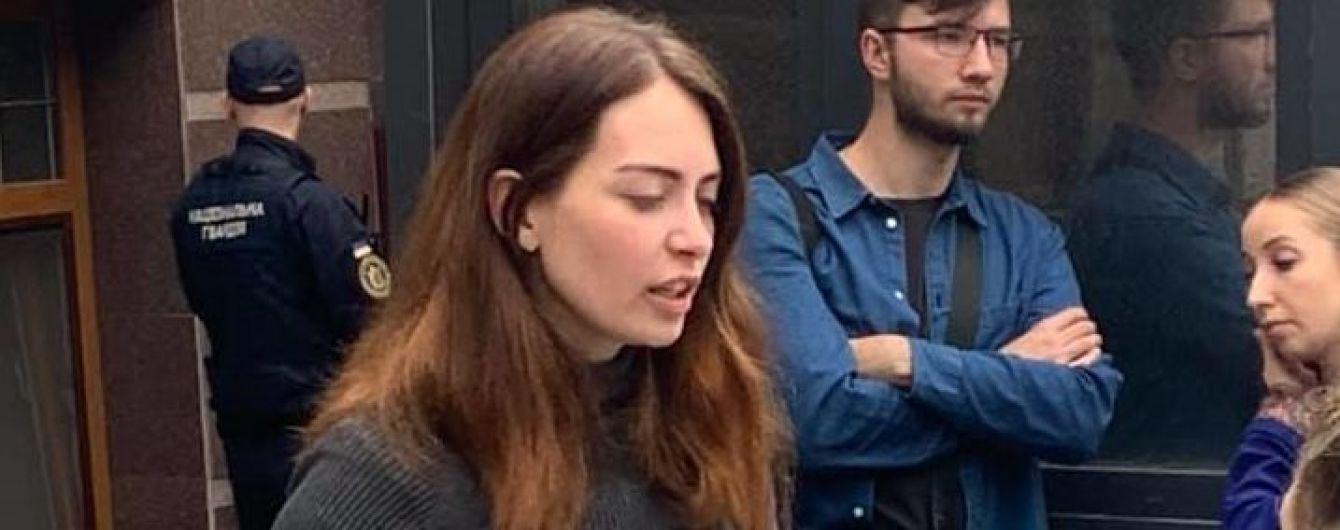 Украинка неделю стоит под посольством Дании, где удерживают ее 2-летнего сына. Климкин вмешался