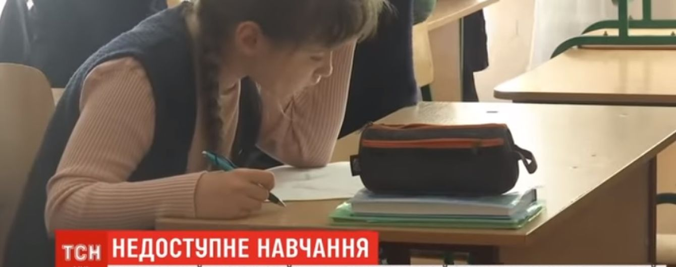 У Миколаєві в інклюзивній школі два роки не працює ліфт за 2 млн грн через одну загублену деталь