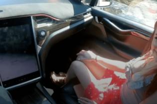 """""""Лучшая реклама"""". Pornhub снял первый порно в беспилотной Tesla"""