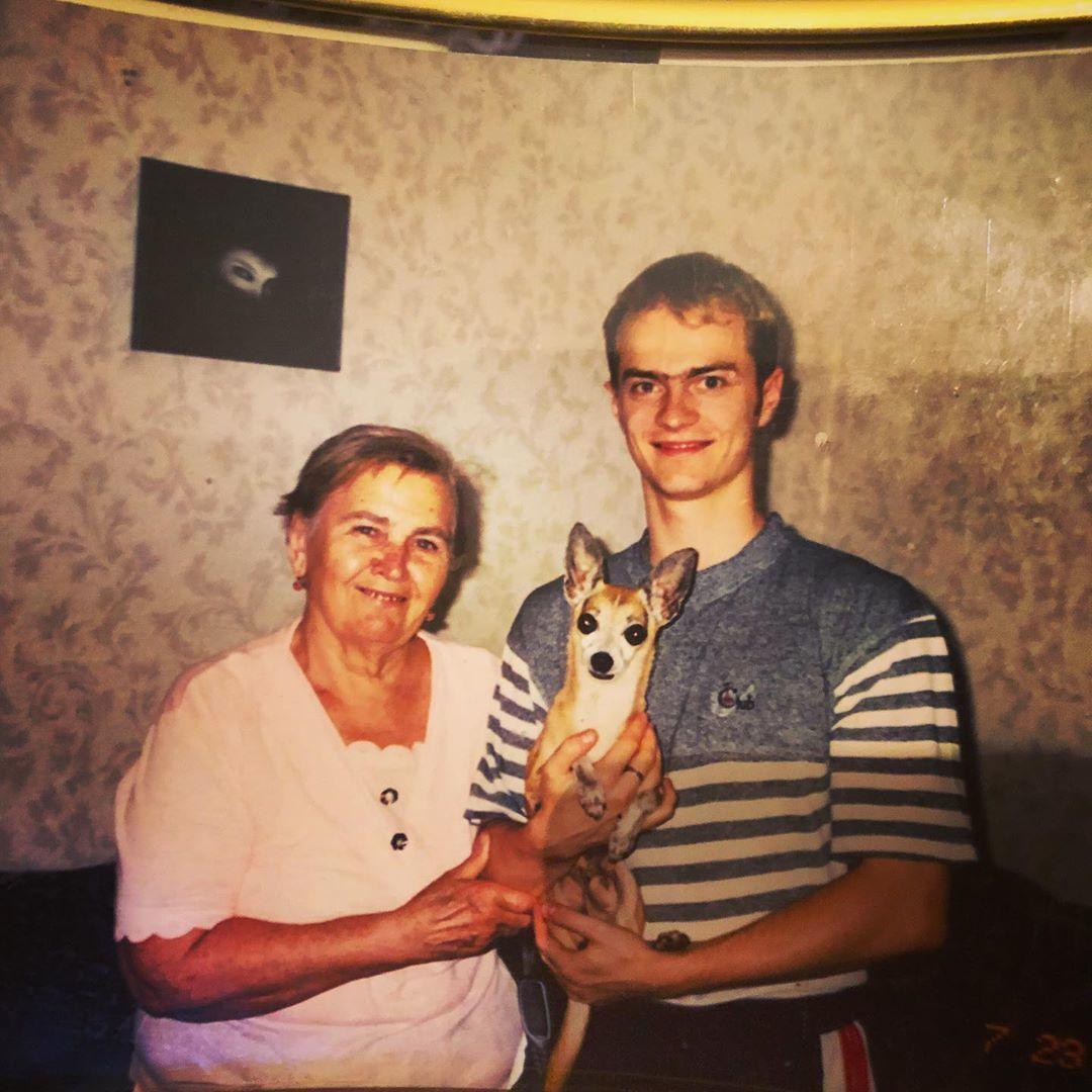 Влад Яма з бабусею
