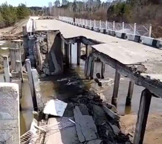 У Росії обвалився автомобільний міст