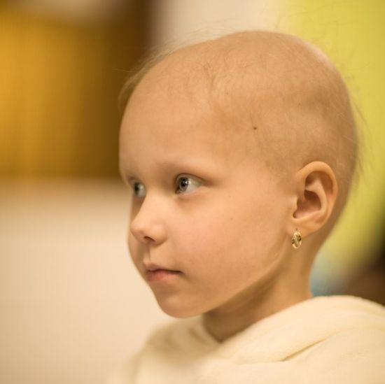 Я сильна і смілива: Єва просить допомогти їй здолати рак