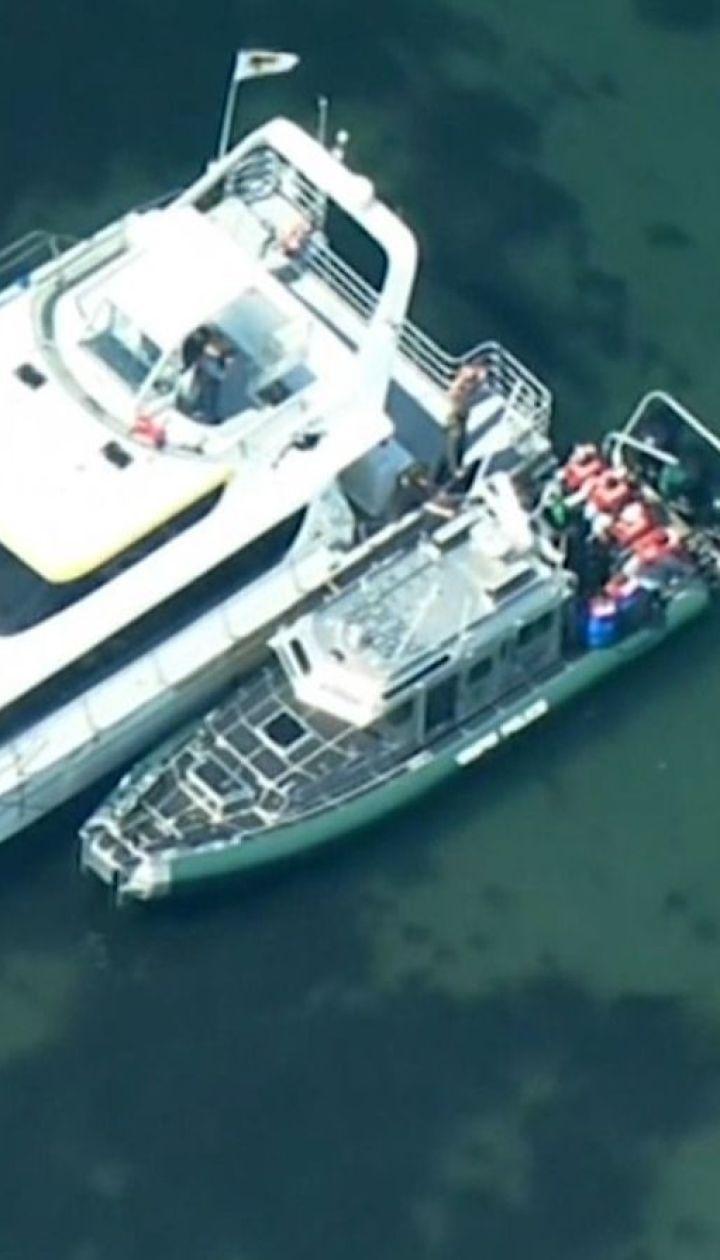 Хотели смотреть на китов: береговая охрана США спасла 49 человек от гибели