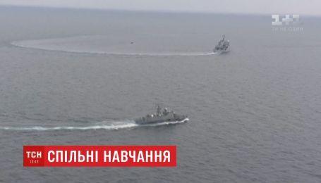 Біля Одеси спільні маневри провели розвідувальний корабель Британії та ракетний катер України
