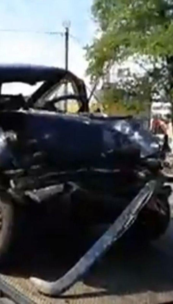 У Києві на кільцевій дорозі легковик врізався у вантажівку, двоє людей загинули