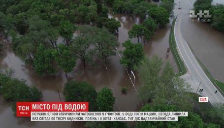 Дощі перетворили вулиці американського Г'юстона на річки