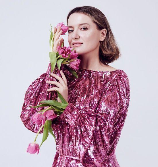 Спокуслива Могилевська у пікантному вбранні показала пружні сідниці