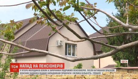 В Одессе молодые люди били ногами и пытали утюгом супругов пенсионеров