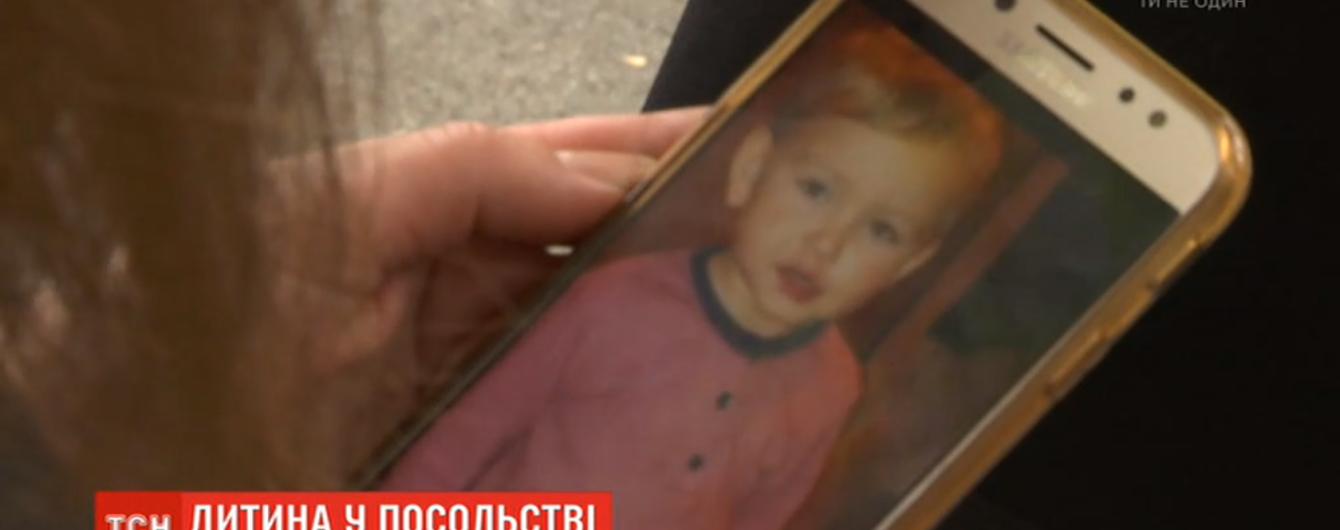 Украинка и ее муж-датчанин, который похитил двухлетнего сына, пришли к согласию. Ребенок будет жить по полгода с каждым из родителей