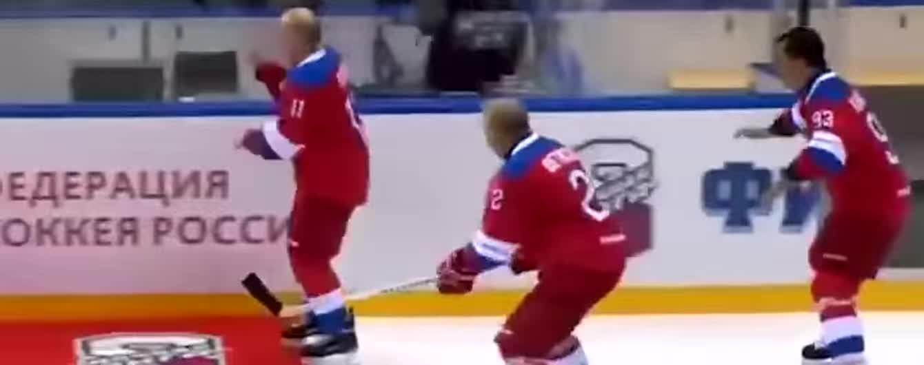 Путин шлепнулся плашмя на лед во время хоккейного гала-матча в Сочи