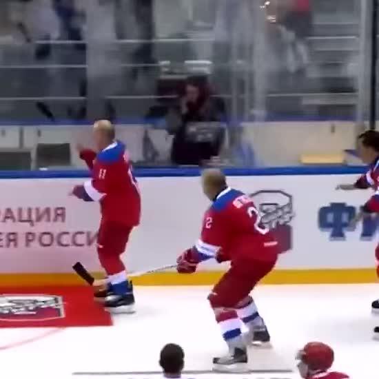 Путін гепнувся долілиць на лід під час хокейного гала-матчу у Сочі